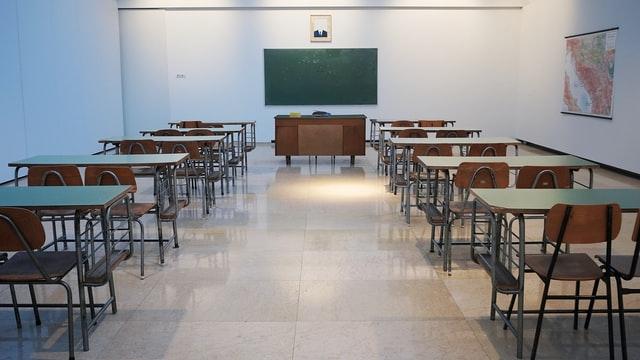 Polacy mają zobowiązania wobec szkół i uczelni